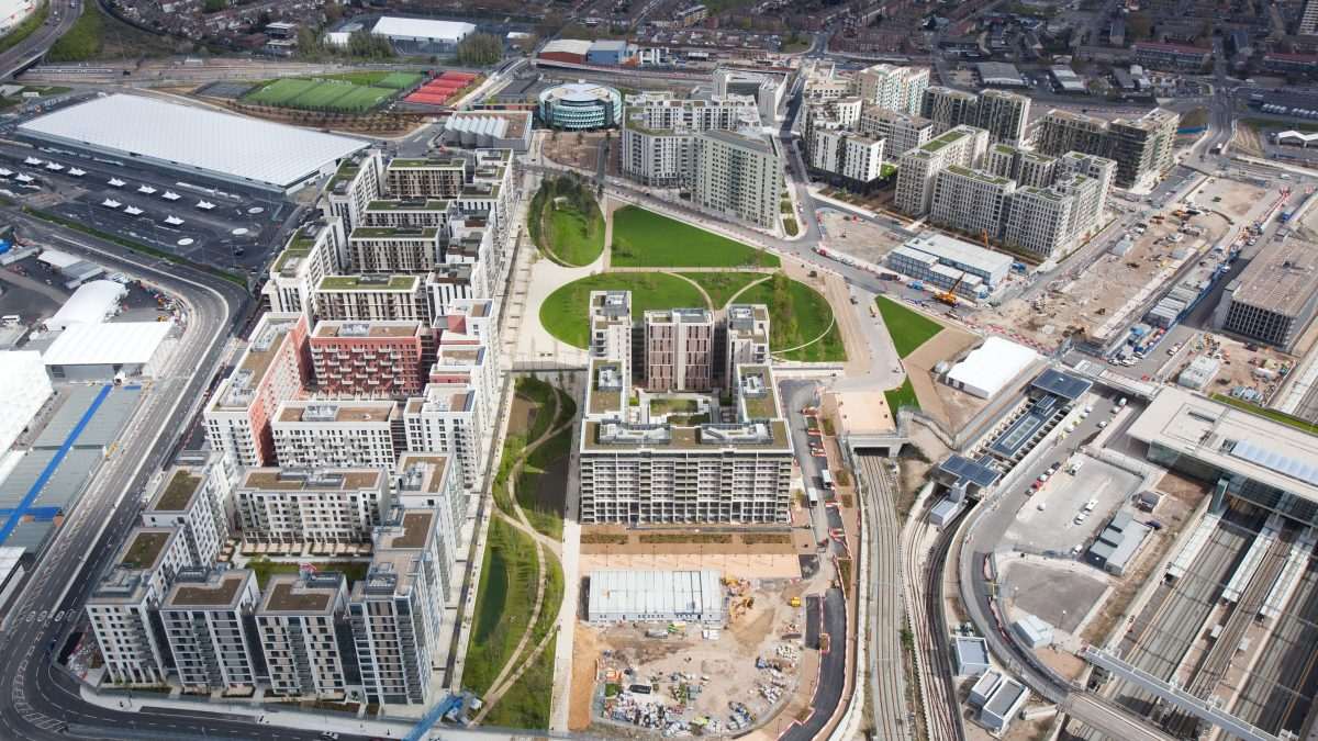 Giochi sì, ma villaggi olimpici ridimensionati per ridurre i costi