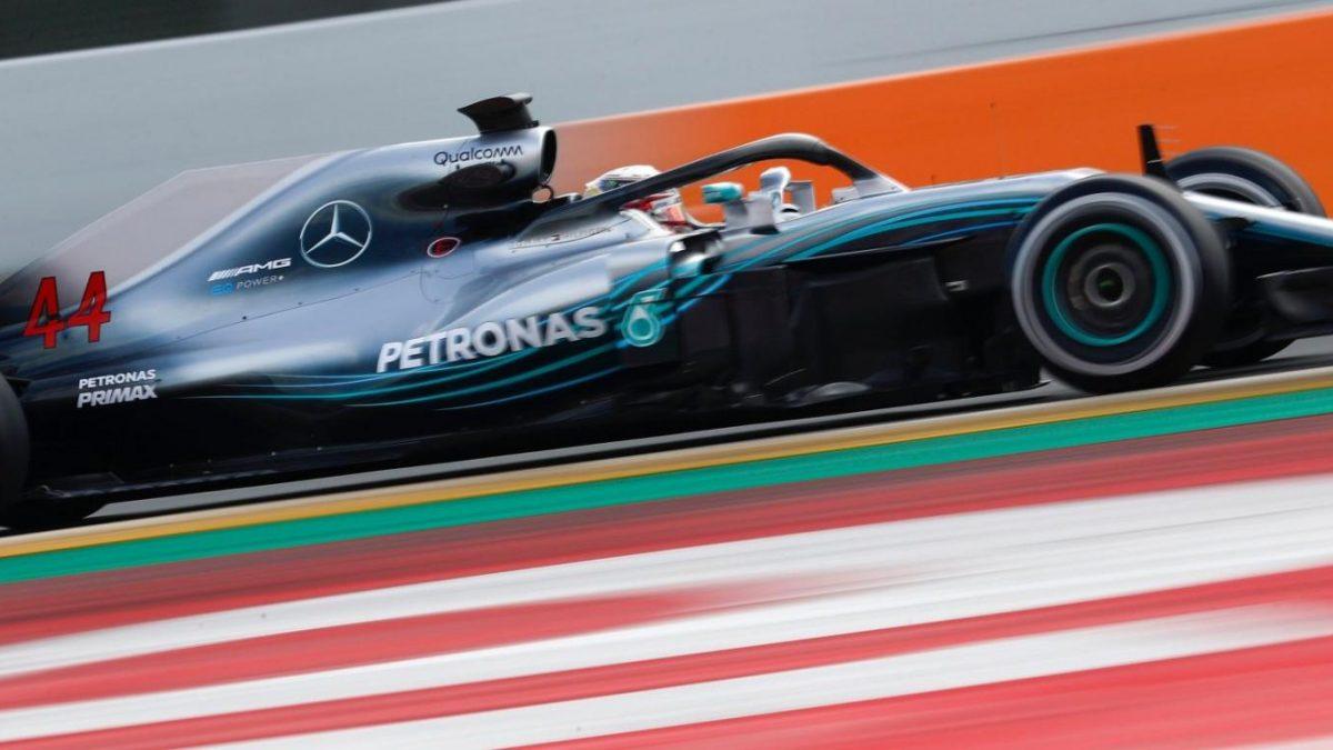 Pioggia e neve non fermano la F.1: Mercedes in forma a Barcellona