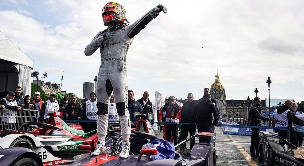 Formula E a Parigi: Frijns domina il primo EPrix bagnato della storia